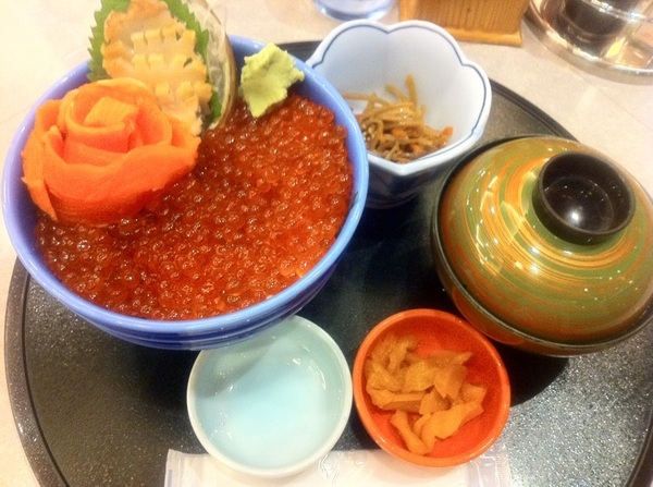 ホテル観洋『キラキラいくら丼』ほんとにいくらがキラキラしてるぅ~☆すみません、4日目にして食べてしまいました(^_^)